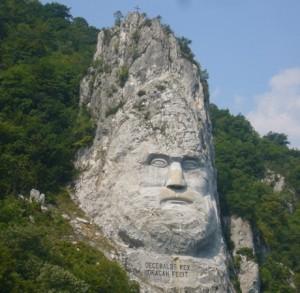 Ideea construirii acestui basorelief i-a aparținut omului de afaceri român Iosif Constantin Drăgan, un istoric amator, și a durat 10 ani (1994-2004) pentru ca cei 12 sculptori-alpiniști să îl termine, realizarea lui costându-l pe Drăgan, în final, peste un milion de dolari.